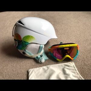 Burton Red Aletta ski helmet anon goggles